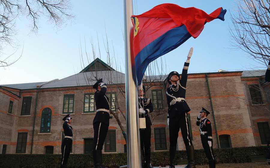 公安部机关举行隆重的警旗升旗仪式
